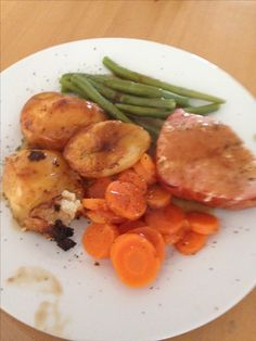 Gammon steaks , Oxo potatoes , green beans and carrots... totally syn free !!!! However I did syn my gravy x