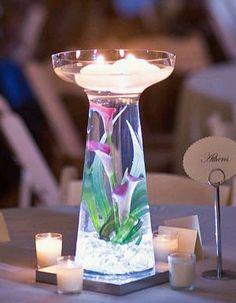 Para decorar una boda son muy importantes los centros de mesa, para ello existen algunos modelos de centros de mesa con agua.