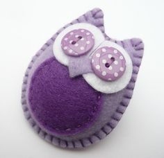 This cute owl brooch is completely handstitched and is lightly stuffed with polyester filling. It is purple in colour with spotty buttons for eyes and has a brooch bar on the reverse. Fabric Brooch, Felt Brooch, Felt Fabric, Brooch Pin, Felt Gifts, Felt Owls, Owl Crafts, Felt Decorations, Creation Couture
