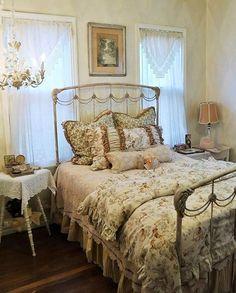 Lovely Shabby Chic bedroom…