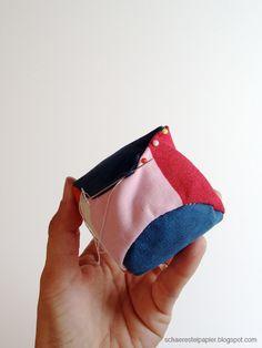 schaeresteipapier: Spielbälle - selbst gemacht Textiles, Baby Kind, Christmas Colors, Coin Purse, Wallet, Purses, Sewing, Basel, Toys