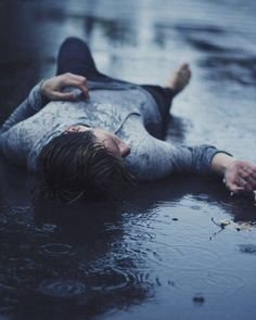 rain, boy, and sad image kHan Shab Writing Inspiration, Character Inspiration, Sad Alone, Alone Photography, Sadness Photography, Water Photography, Photography Ideas, Walking In The Rain, Jolie Photo