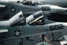 US Military Aviation - Images Naval Aviator, Us Military Aircraft, Go Navy, F-14 Tomcat, Aviation Image, Flight Deck, Aircraft Pictures, Air Show, Aircraft Carrier