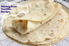 Homemade Gluten Free Spinach Tortillas made from fresh spinach leaves. Perfect for wraps, burritos and stews! Paleo friendly, vegan and nut free. Naan Sans Gluten, Sin Gluten, Almond Recipes, Gluten Free Recipes, Gluten Free Wraps, Gf Recipes, Recipies, Tortillas Sans Gluten, Keto Tortillas