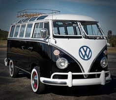 Black and White Vw T1 Camper, Campers, Combi T1, Combi Split, Volkswagen Group, Women Camping, Vw Cars, Classic Cars, Tumblr