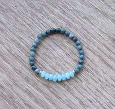 Blue Quartz and Faceted Agate Healing Bracelet  by BBTresors