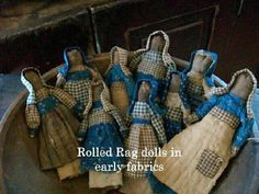 Interesting- all fabric- body is rolled-up fabric! Rustic Crafts, Primitive Crafts, Primitive Doll, Country Crafts, Old Dolls, Antique Dolls, Bird Nest Craft, Bad Barbie, Primitive Gatherings