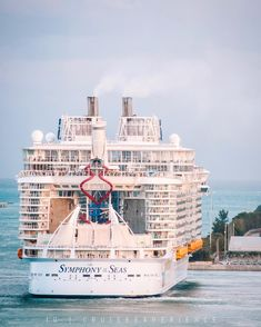 """CRUISE EXPERIENCE on Instagram: """"That's for sure a WOW moment 😱 Symphony of the Seas leaving the port of Miami, Florida as the biggest cruise ship ever docked in this port!…"""" Biggest Cruise Ship, Symphony Of The Seas, Miami Florida, In This Moment, Explore, Travel, Instagram, Viajes, Destinations"""
