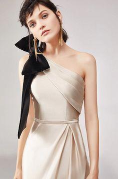 Fashion Photo, Girl Fashion, Fashion Dresses, Fashion Design, Simple Dresses, Short Dresses, Elegant Outfit, Beautiful Gowns, Dress Patterns