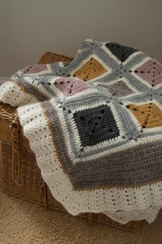 Inspiration :: Soft earthy neutrals & a pretty border on this blanket made by Alessandra Taccia.