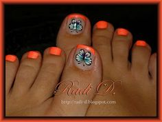 Hello again!     This time the post will be with a decoration on my toes.         The polish I used is from the Sand  collection of Perfect...