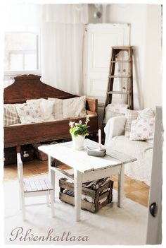 ...love that daybed!