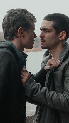 Elite Serie l, Ander et Omar Netflix Dramas, Netflix Tv Shows, Netflix Series, Series Movies, Tv Series, Netflix Original Movies, Cute Gay Couples, Man In Love, Best Couple