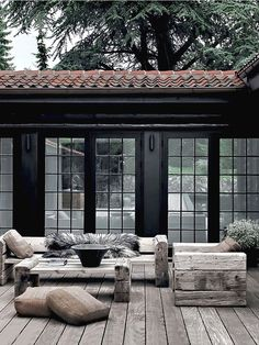 Build veranda Building a porch: which types of wood are best suited for this? Always wanted to figure out how to knit, but undecided t. Outdoor Rooms, Outdoor Gardens, Outdoor Living, Indoor Outdoor, Design Jardin, Garden Design, Building A Porch, Building Exterior, Outside Living