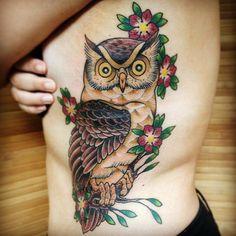 """Tatuagem feita por <a href=""""http://instagram.com/marciosespede"""">@marciosespede</a>!  Conhece alguém apaixonado por coruja?"""
