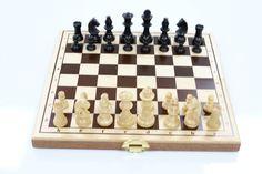 Jeu d'échec en bois made in France http://www.jouets-ecoles.com/jeux-de-societe/1585-echiquier-pour-ecole-pliant-3760202461500.html
