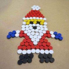 Bottle Top Crafts, Diy Bottle, Plastic Bottle Caps, Bottle Cap Art, Christmas Projects, Christmas Crafts, Button Tree Art, Art For Kids, Crafts For Kids