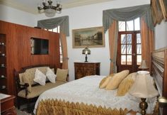 Geranios II:   This room has a king size bed which, if you wish, can be converted into two separate beds. With a view over Calle Junin, it is a jewel furnished with furniture of the XIX Century, and has a modern and elegant bathroom with a shower cabin.
