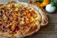 Una torta salata di cipolle e peperoni facile e ottima anche fredda, ottime verdure su un letto di sfoglia.