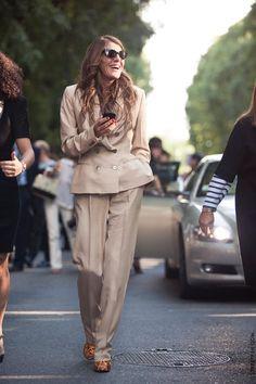 Não tô acostumada a ver a Anna Dello Russo tão… básica! Ainda assim, molto elegante!