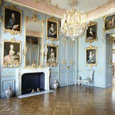 Schloss Wilhelmstahl and its fresh and elegant interior  . .