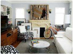 Salon décoré avec une palette en bois
