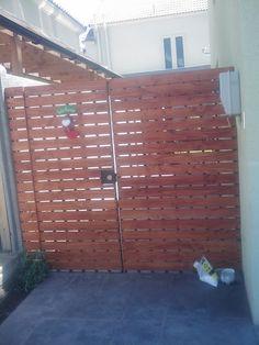 PERGOLAS Y QUINCHOS Outdoor Kitchen Grill, Outdoor Kitchen Design, Patio Design, Blessed Mother, Backyard Patio, Bbq, Garage Doors, Outdoor Decor, Gardens