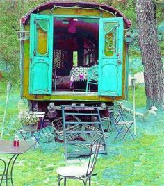 """Roulotte - """"Roulotte"""" is the French word for caravan. In my mind Roulottes are a bit like a mix between a Vardo and a Bauwagen. They have the Bauwagen shape but with more decorative exteriors like Vardos. Glamping, Gypsy Caravan, Gypsy Wagon, Gypsy Trailer, Gypsy Life, Gypsy Soul, Gypsy Living, Deco Boheme, Vintage Trailers"""