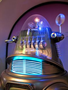"""Replica """"Robbie"""", from the1956 MGM motion picture, FORBIDDEN PLANET. Fiction Movies, Sci Fi Movies, Science Fiction, Fantasy Movies, Sci Fi Fantasy, Lost In Space, Space Tv, Planet Movie, Robby The Robot"""