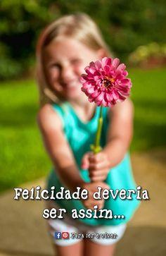 """""""A felicidade não precisa ser escancarada, é melhor quando é sutil, é um abraço de quem a gente não vê faz tempo, é andar de mão dadas, perfume de flor, cheiro de café passado, um lambida de cachorro, ter um amor, é acordar tarde, assim que a felicidade deve ser: serena."""" ___ Para ler e viver ♥"""