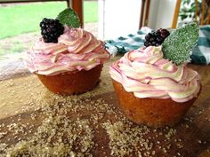 Blackberry Mojito Cupcakes on Leave Me to My Projects