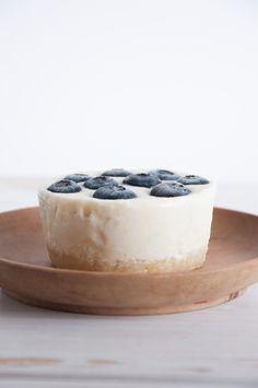 No-Bake Lime Blueberry Cheesecake (vegan) + the blueberry paradise Vegan Treats, Healthy Treats, Healthy Baking, Vegetarian Snacks, Vegan Dessert Recipes, Vegan Food, Vegan Blueberry, Blueberry Cheesecake, Sweet Recipes
