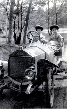 Japan. Two Hangyoku (Young Geisha) sitting in an early Automobile. The car is a Colibri (Hummingbird) manufactured by the Norddeutsche Automobil-Werke (North German Auto Works) between 1908 and 1912.