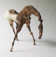 8 x 13 po. / in. Sculpture de papier mâché / Sculpture of papier mache Pottery Sculpture, Horse Sculpture, Process Art, Pop Art, Contemporary Sculpture, Equine Art, Horse Art, Clay Art, Paper Clay