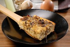 Oven-baked omelette with green onions, mushrooms and feta cheese (from gastronomos. Baked Eggs, Oven Baked, Baked Omelette, Lasagna, Feta, Stuffed Mushrooms, Brunch, Cooking Recipes, Favorite Recipes
