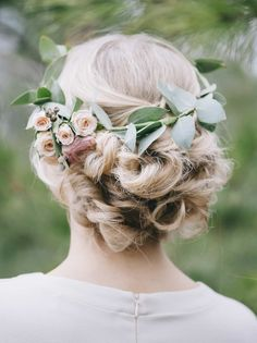 7 Wedding Hair Trends Every Bride Should Consider Flower Crown Wedding, Diy Wedding Flowers, Floral Wedding, Headpiece Wedding, Bridal Headpieces, Bridal Hair, Wedding Veils, Spring Wedding, Wedding Day