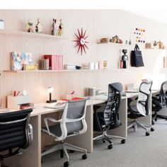 Exciting news for Gothamite design lovers: This month Herman Miller opened their new NYC flagship store at 251 Park Avenue South, right next door to the Flatiron Building. The location was likely chosen for more than its excellent light; the address use to house the offices of George Nelson &