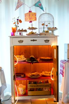 Kuchenbuffet für eine Hochzeit im Vintage Boho Stil