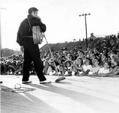 September 1956 - Elvis Returns To Tupelo To Perform Two Shows At The Mississippi Alabama Fair and Dairy Show At The Tupelo Fairgrounds, Tupelo, MS Elvis Presley Young, Young Elvis, Elvis Presley Photos, Rare Elvis Photos, Rare Photos, Tupelo Mississippi, King Of Music, Norma Jeane, Big Star