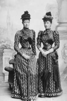 The Princess Victoria and The Princess Louise, daughters of King Edward VII. Grandaughters of Queen Victoria. Queen Victoria Family, Queen Victoria Prince Albert, Victoria Reign, Victoria And Albert, Victoria Post, Princess Louise, Princess Alexandra, Maud Of Wales, Princesa Victoria
