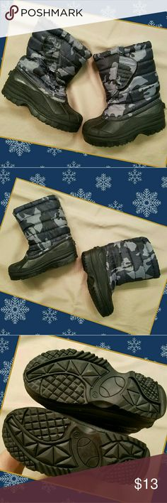 Boys Camouflage Snow Boots Size 2 Blue winter camo print, velcro closure,  faux shearling style inner lining,  rubber outsole.  Slight scuffing from normal wear.  Very Good Used Condition. Shoes Rain & Snow Boots