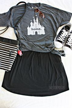 What to wear to Disney. Ideas on what to pack & things you may have never thought of to bring What to wear to Disney. A post giving you tips on how to layer your clothes while at Disney, what you should pack to Disney and what to wear. Disney World 2017, Disney World Outfits, Disneyland Outfits, Disney Inspired Outfits, Disney Style, Disney Fashion, Punk Fashion, Lolita Fashion, Disneyland Outfit Summer