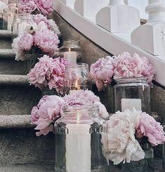Nicht umsonst gehören Pfingstrosen zu den beliebtesten Hochzeitsblumen bei Frühlingshochzeiten. Die schönsten Inspirationen findet Ihr hier.