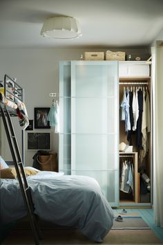 Organize the wardrobe you have while making space for another! IKEA bedroom storage, including wardrobes, storage systems, clothes organizers and more, helps you to create the space you need to store your ever-expanding clothes collection.