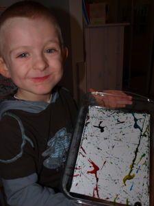 Peinture avec des billes : Mylann, 4 ans et 1/2