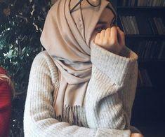 Love her style, Mashallah – Hijab Club Casual Hijab Outfit, Hijab Chic, Hijabi Girl, Girl Hijab, Muslim Girls, Muslim Women, Muslim Fashion, Modest Fashion, Hijab Fashion Inspiration