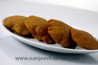 Rajgira And Banana Puri - Puris made out of Rajgira flour and ripe bananas - ideal during fast.