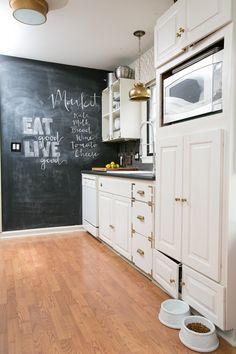 Kristin Jackson's Atlanta Home Tour // kitchen // chalkboard wall // open shelving // Photography by Amanda Coker, Dash Photography