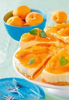 Aprikosen-Torte mit Eierlikör-Puddingcreme - Eierlikörkuchen - » Zum Rezept: Aprikosen-Torte mit Eierlikör-Puddingcreme