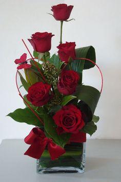 Arrangement Floral Rose, Valentine's Day Flower Arrangements, Rosen Arrangements, Amazing Flowers, Beautiful Roses, Valentines Flowers, Arte Floral, Flower Decorations, Red Roses